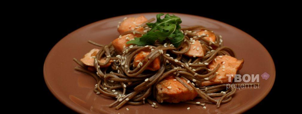 Гречневая лапша Соба с форелью в соевом соусе - Рецепт