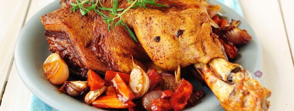 Свиная рулька, запеченная в духовке с овощами - Рецепт
