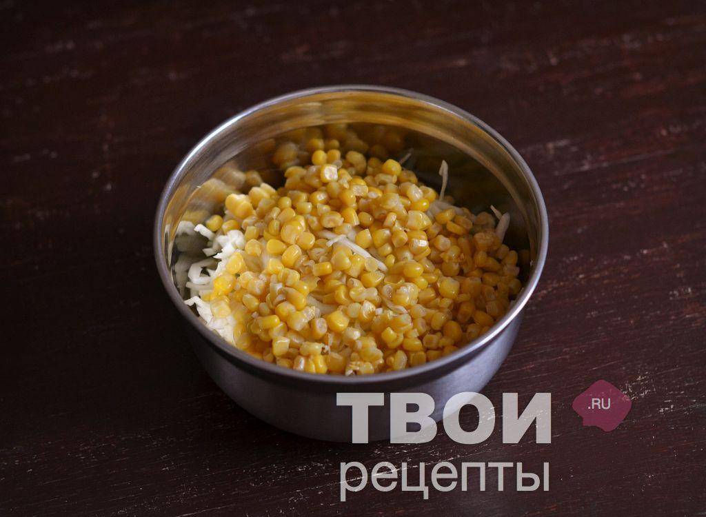 простой рецепт салата с капустой и кукурузой и