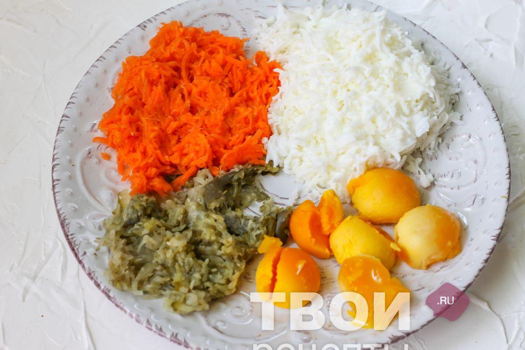 салат с курицей и ананасами и кукурузой слоеный фото
