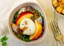 http://tvoirecepty.ru/files/imagecache/recept_teaser/recept/recept-salat-iz-skumbrii.jpg