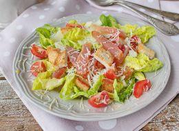 http://tvoirecepty.ru/files/imagecache/recept_teaser/recept/recept-salat-tsezar-s-kuritsei_0.jpg
